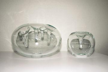 Antarktis - vaser i munblŒst glas av Erika Lšvqvist. Ung Svensk Form 2004.